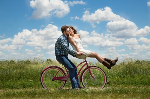 couple-in-love-bicycle