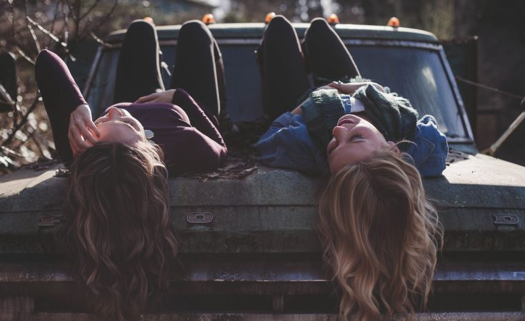 friends-lying-on-car