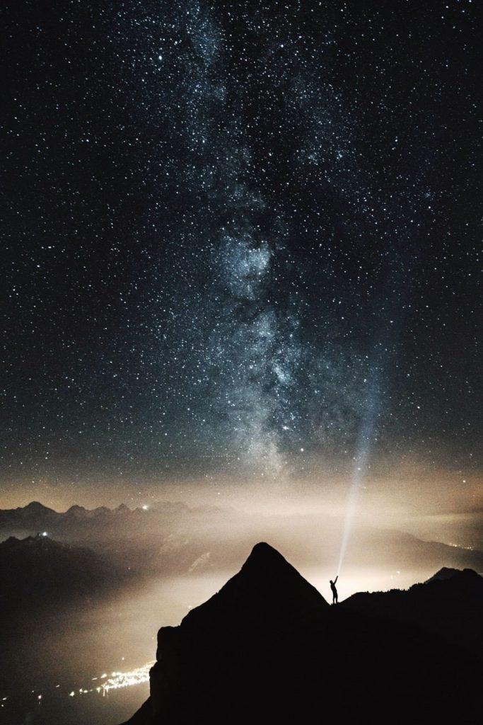 εσύ είσαι αστέρι ή δορυφόρος